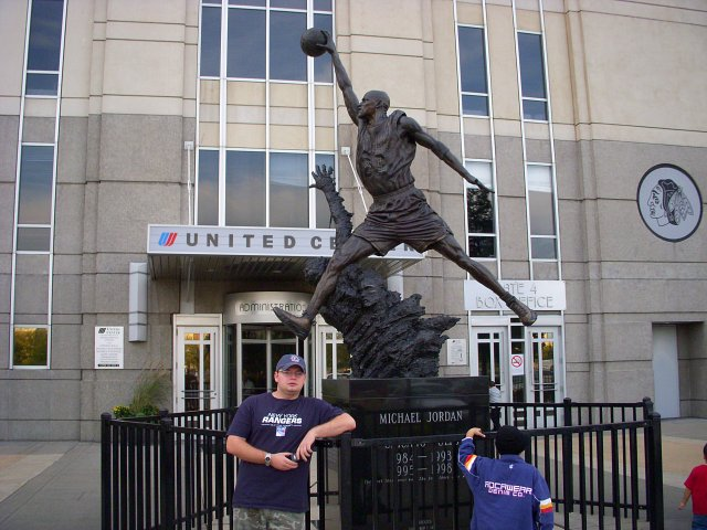 pomnik Jordana przed hala United Center w Chicago