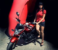 lady in red z motorkiem